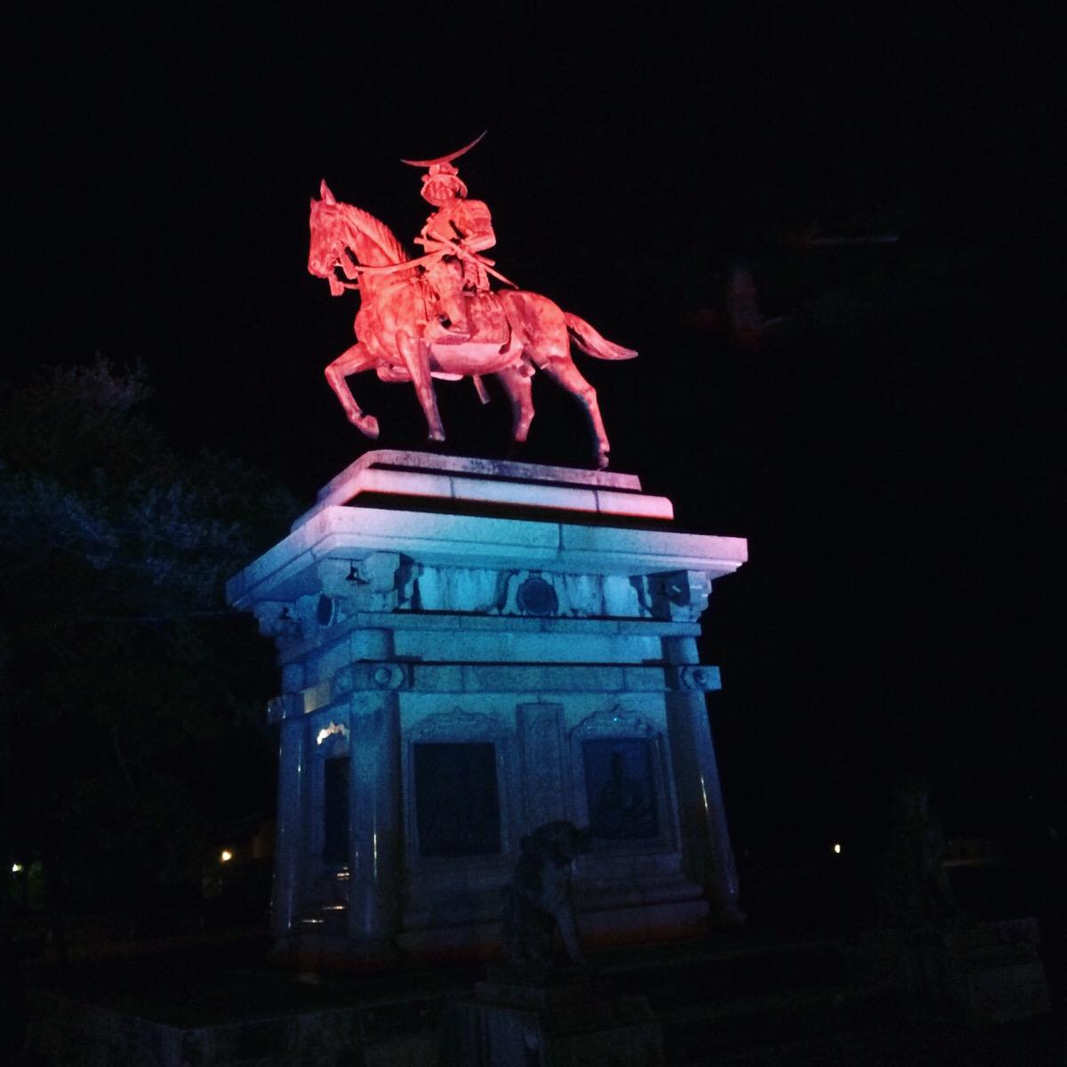 【仙台城ナイトツアー】星と懐中電灯の光で登る仙台城跡、ご褒美に夜景と乾杯